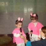 "Cantando ""Who´s afraid of the big bad wolf?"""